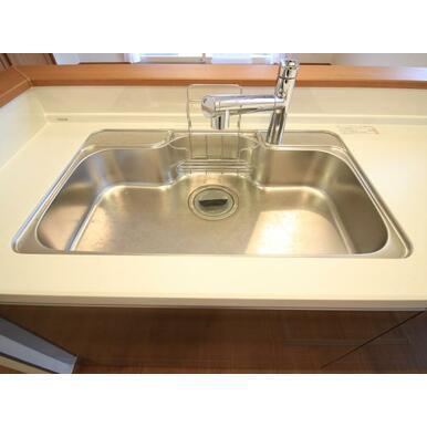 設備 ハンドシャワー付き水栓でシンクのお掃除もらくらくです
