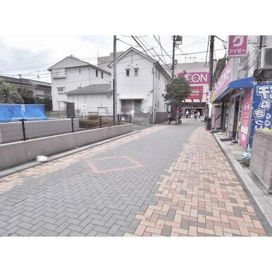 建物前面道路