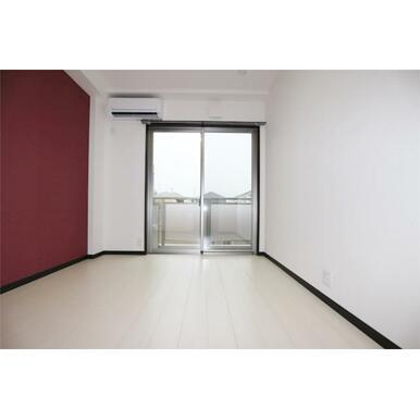 クローゼットが廊下にあるので、開閉を気にせずレイアウト出来ます♪
