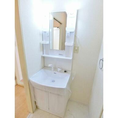 ハンドシャワー付きで使い勝手の良い洗髪洗