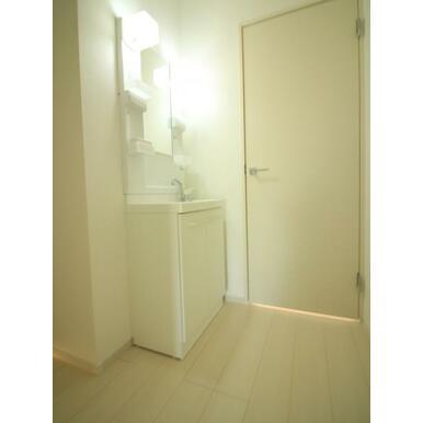2階にも洗面スペースがあるので、何かと便利ですよ。