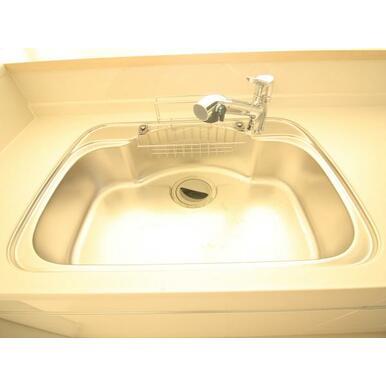 ハンドシャワー水栓でお手入れもらくらく。浄水器一体型です!