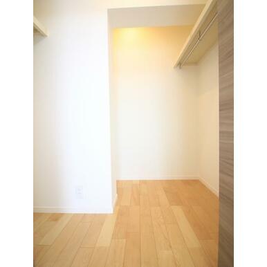 ウォークインクローゼットが供えられた6.1帖洋室は主寝室にいかがでしょうか。