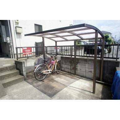 屋根付き駐車場(無料)