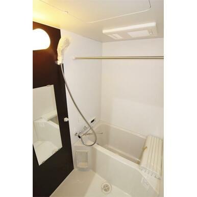 追い焚き、浴室乾燥完備のお風呂です♪