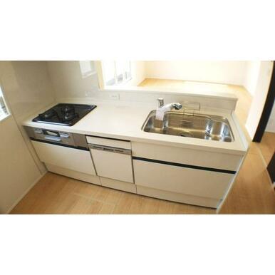 キッチン 忙しいママをサポートしてくれる、食洗機付きの大型オープンキッチンです。