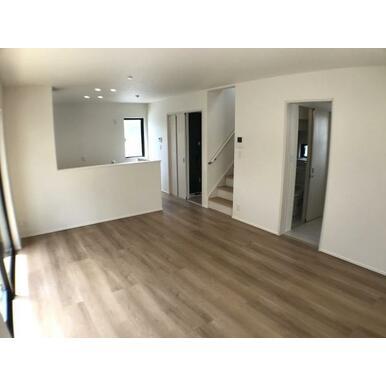 リビング リビング階段や対面キッチンなど家族団らんをサポートする設計です。