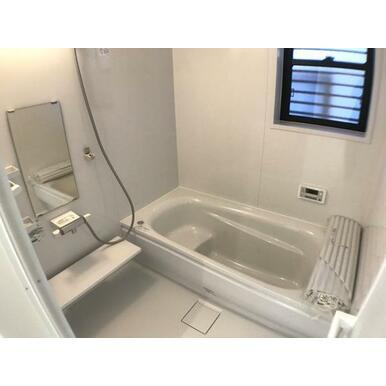 浴室 お子さまとのお風呂も安心のエコベンチ付きの浴槽など充実設備!