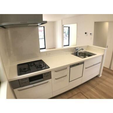 キッチン 使いやすいオールスライド収納。