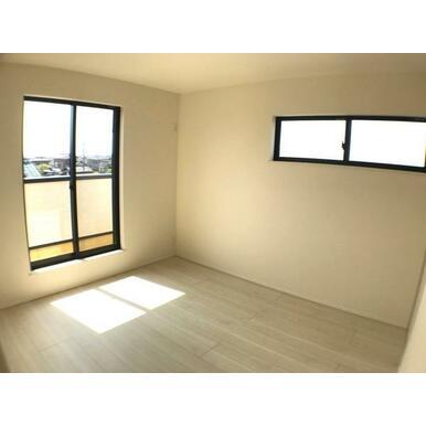 洋室 断熱効果の高い複層ガラス採用。内側のガラス面を冷えにくくするので結露にも有効。