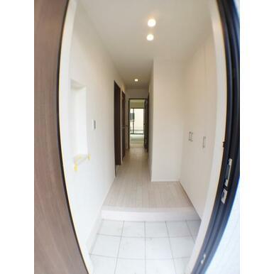 (玄関)シンプルで清潔感のある白を基調とした玄関♪