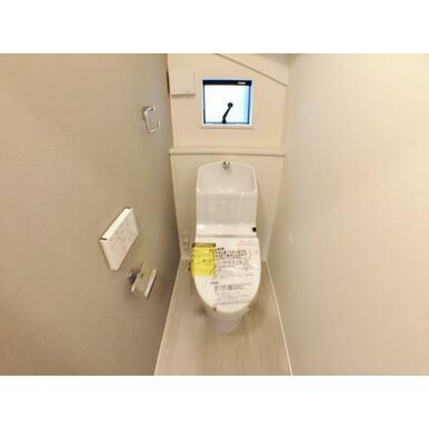 (トイレ) 家計にも環境にも優しい節水型ウォシュレット付きトイレ。