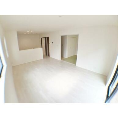 (LDK) 洋和室を開放して更にワイドな空間に。