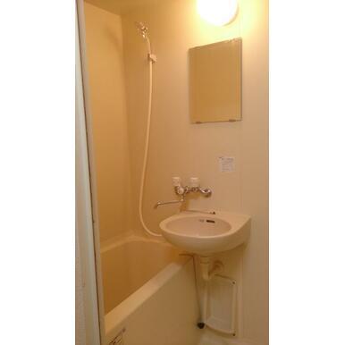 シャワーヘッドは節水タイプに