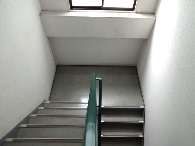 階段ですが、広くて明るいです。
