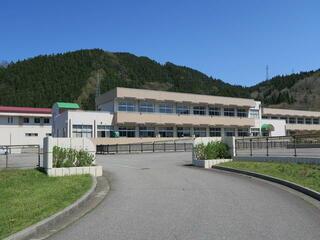 鶴岡市立温海中学校